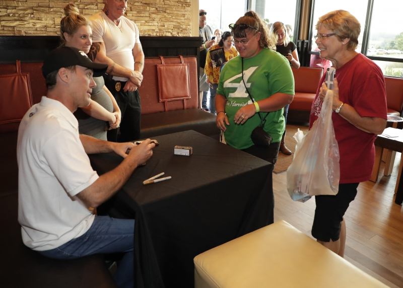 meet and greet kevin harvick car
