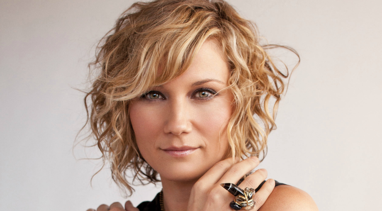 jennifer nettles injured after on-stage fall | 96.9 wxbq